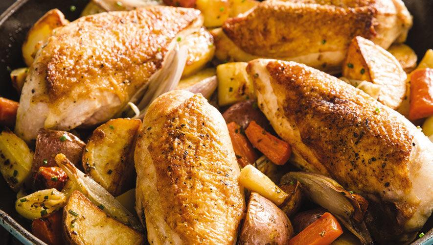 Pechuga de pollo rostizada con chabacano y verduras